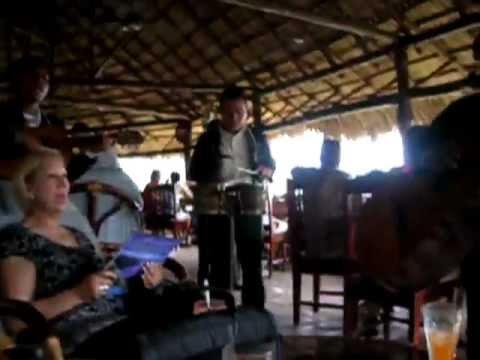 Disfrutando de Mariachi en Masaya, Nicaragua