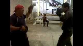 NINACURI Christian práctica boxeo con maestro COBRA BUITRON
