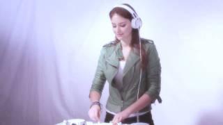Miss Nine presents the CDJ-350-W & DJM-350-W