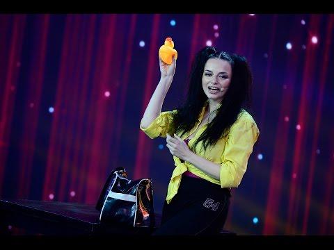 Lorena Lupu a venit cu un vibrator pe scena iUmor
