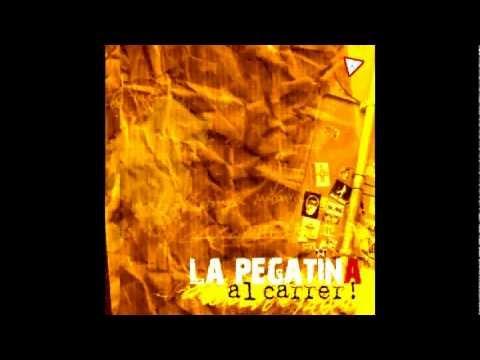 la-pegatina-al-carrer-01-penjat-feat-txarango-la-pegatina