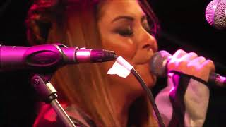 Σαν πλανόδιο τσίρκο -Μελίνα Ασλανίδου--- 43ο φεστιβάλ ΚΝΕ / ΟΔΗΓΗΤΗ