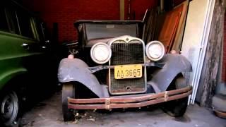 carros antigos esta abandonados estão para todo o lado