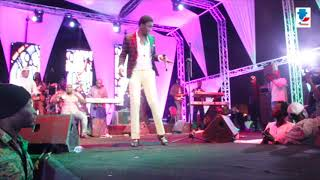 VIDEO-ACCEUIL EXTRAORDINAIRE DE WALLY SECK PAR OKAY AFRICA AU GRAND THEATRE