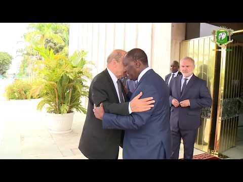 Entretien du Chef de l'Etat avec Jean-Yves LE DRIAN Ministre Français des Affaires Étrangères