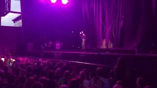 Hailee Steinfeld Live Toronto: Starving