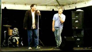 Alexis Omar cantando con Luis Santiago 2