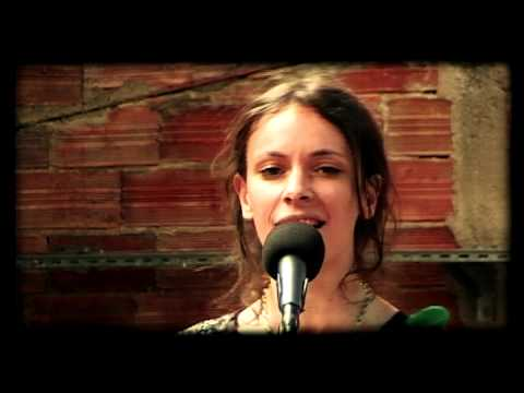 emily-loizeau-sweetdreams-are-made-of-this-eurythmics-cover-fd-acoustic-session-fd-faitsdiversshow
