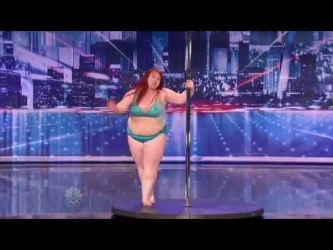 Czy ona powinna tańczyć na rurze?!