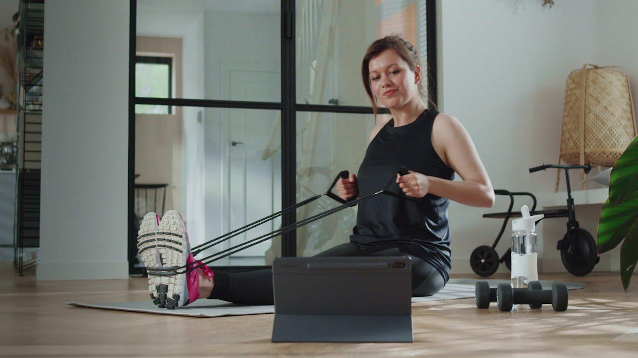 Model en actrice Leonne in actie voor online filmpjes Samsung