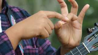 Uke Minutes 155 - How to Hold the E Chord width=