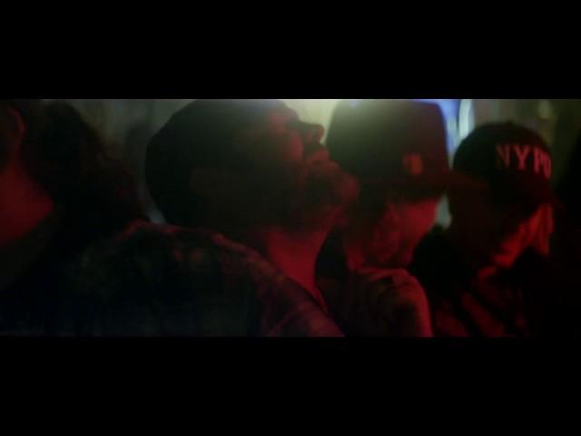 "Vídeo de ""Drinking Glass"" de Lee Brice"