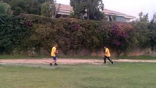 jackass-placajes en el campo de futbool