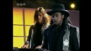 "★ ""Heaven Help Me"" By Deon Estus (Live in TV 1989) ★"