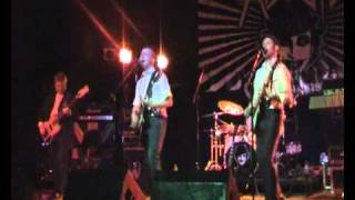 The Pisstons Live - Walk On.Flv