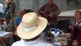 O Caneco y Portuguesiña - Os Revirados en A Escondida