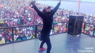 Mr champagne Live performance Burundi