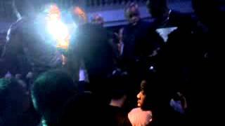 KAARIS reçoit un mollard en pleine crane au Palacio