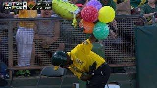 MIN@OAK: A SpongeBob balloon flies onto the field