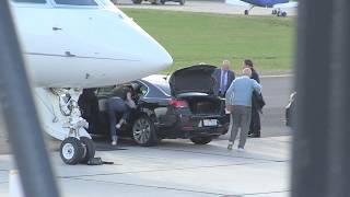 'Billionaire Rupert Murdoch steps off private jet ahead of News Corp meetings in Melbourne' 19/8/18