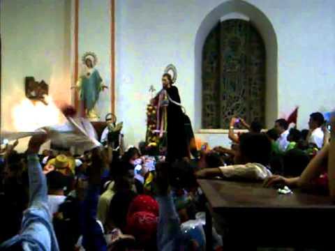 Santiago entrando a su Parroquia el dia del tope