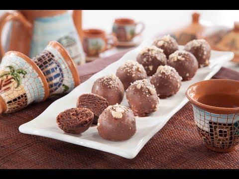 كرات الكيك بصلصة السكر والكاكاو - منال العالم