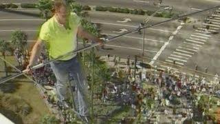 Daredevil tightrope walker Nik Wallenda crosses highwire 200 feet up in Florida