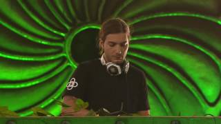 "Alesso & Calvin Harris ft. Theo Hutchcraft: "" Under Control"" @ Tomorrowland Brazil 2016"