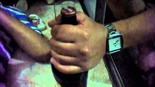como abrir uma garrafa  de cerveja com estilo