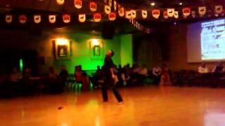 Mi profe bailando Flamenco POP. mayo 2011