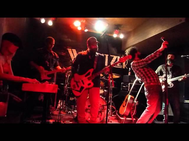 Video en directo de The Dirty Browns.