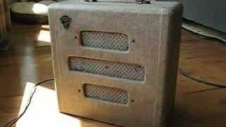 1948 McKinney / Valco Supreme ( Supro ) guitar tube amp demo