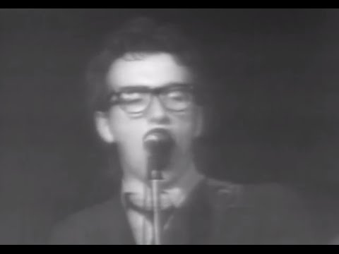 elvis-costello-and-the-attractions at Capitol TheatrePassaic, NJ on May 5, 1978