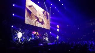 "Lukas Graham ""7 Years"" Live at Jingle Ball"