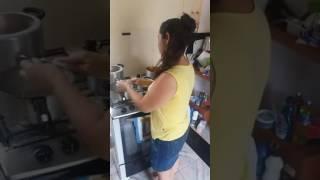 Crente Normal Cozinhando X Crente Pentecostal (Vídeos Whatsapp)