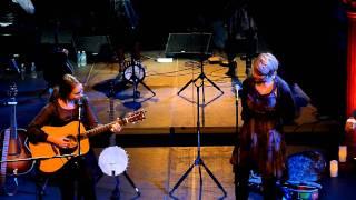 Sarah Jarosz (with Shawn Colvin) - Runaway (Live: One World Theater) [720p]