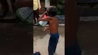 Funny video  एक बूढ़े आदमी जुगाड़ instrument के साथ गेट हुए। 7870920571