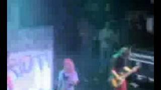 Paramore misery business live astoria 7/9/07