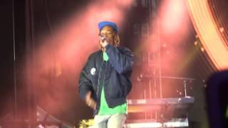 Snoop Dogg & Wiz Khalifa - Young Wild and Free (live)
