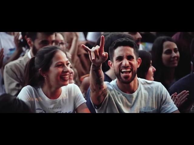 """Videoclip oficial del tema """"Aún Queda para Largo"""" (Astropalido). Realizado por Juan Carlos Grande. Grabado el 15 de Junio de 2019 durante el concierto de Astropalido en el Auditorio Rocío Jurado de Sevilla."""