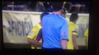 Dani Alves eat banana thrown on pitch
