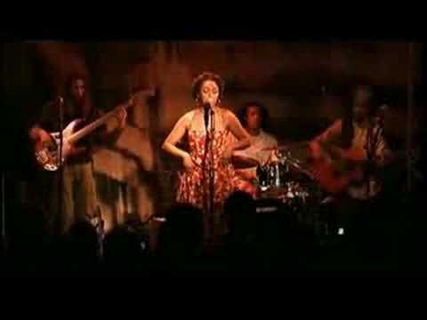 soha-cest-bien-mieux-comme-ca-live-au-new-morning-le-12-12-07-clipland93
