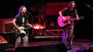 Pearl Jam: Elderly Woman Behind The Counter In A Small Town [HD] 2010-05-20 - New York, NY