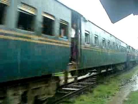 Bangladesh Railway Khulna-Goalondo Ghat Nakshikantha Express video .MP4