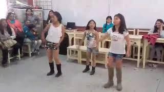 Niñas bailando 3 canciones