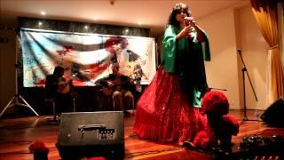 Maria do Sameiro cantando Santa Maria
