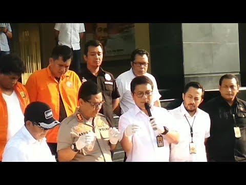 Download Video Dua PNS Jadi Tersangka Kasus Peluru Nyasar Ke Ruang Anggota DPR