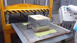 world composit stampaggio sotto pressa carbonio