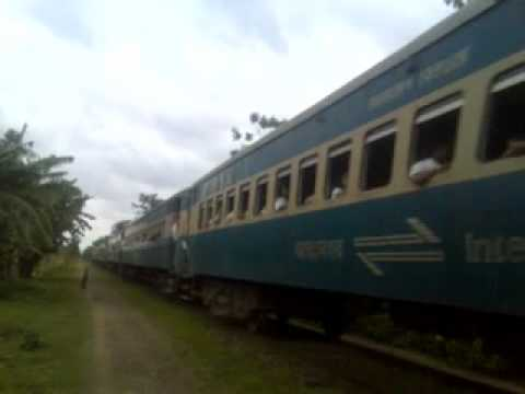Bangladesh Railway Modhumoti Intercity Express near Surjonagar rail station.mp4