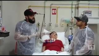 Henrique e Juliano canta para pacientes em UTI